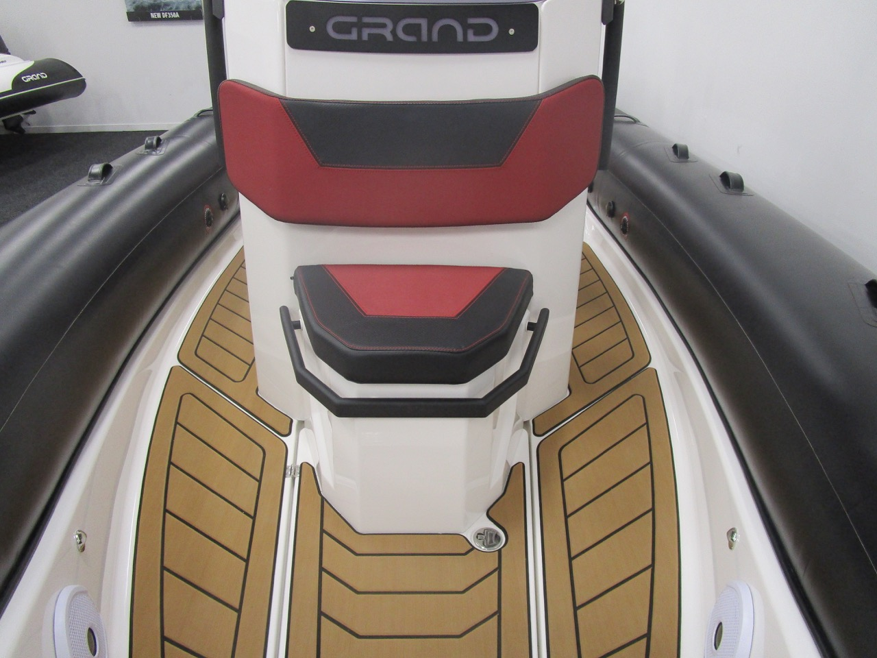 GRAND DRIVE D600 RIB console front seat/locker