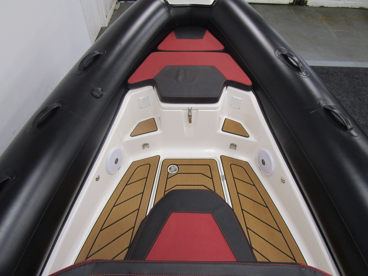 GRAND DRIVE D600 RIB bow section