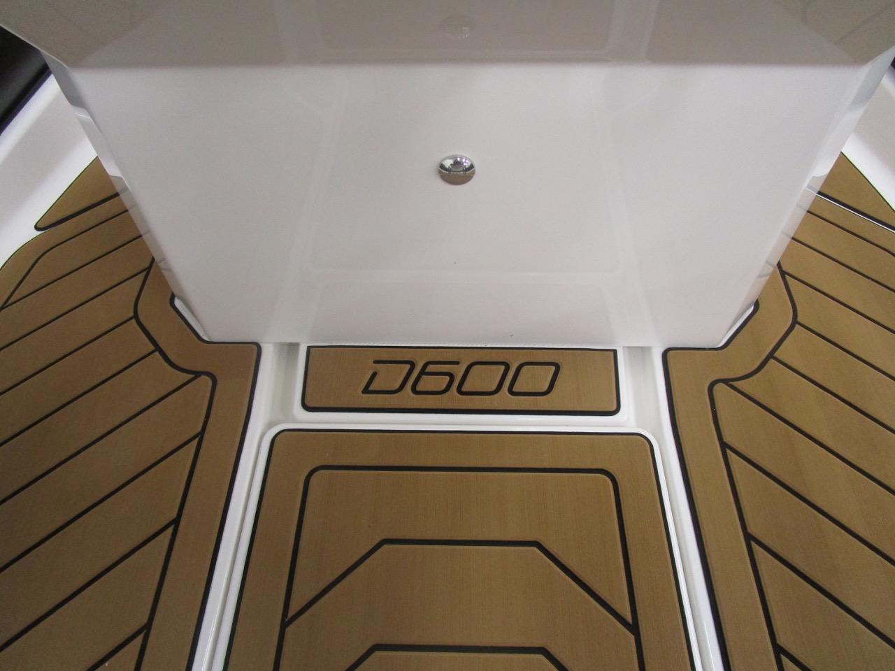 GRAND DRIVE D600 RIB SeaDek floor