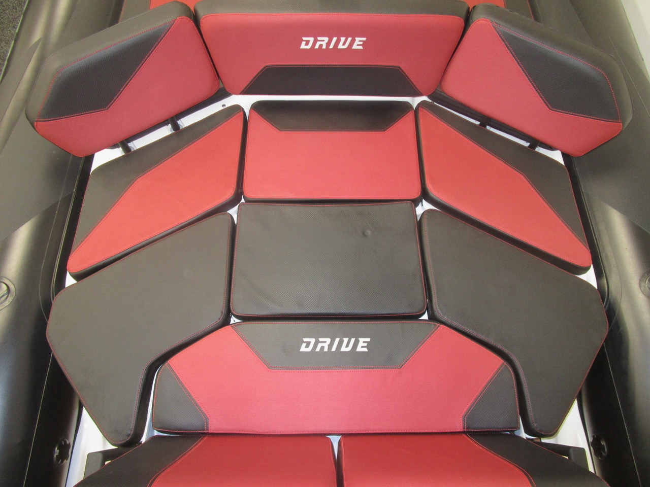 GRAND DRIVE D600 RIB rear seat infill with cushions