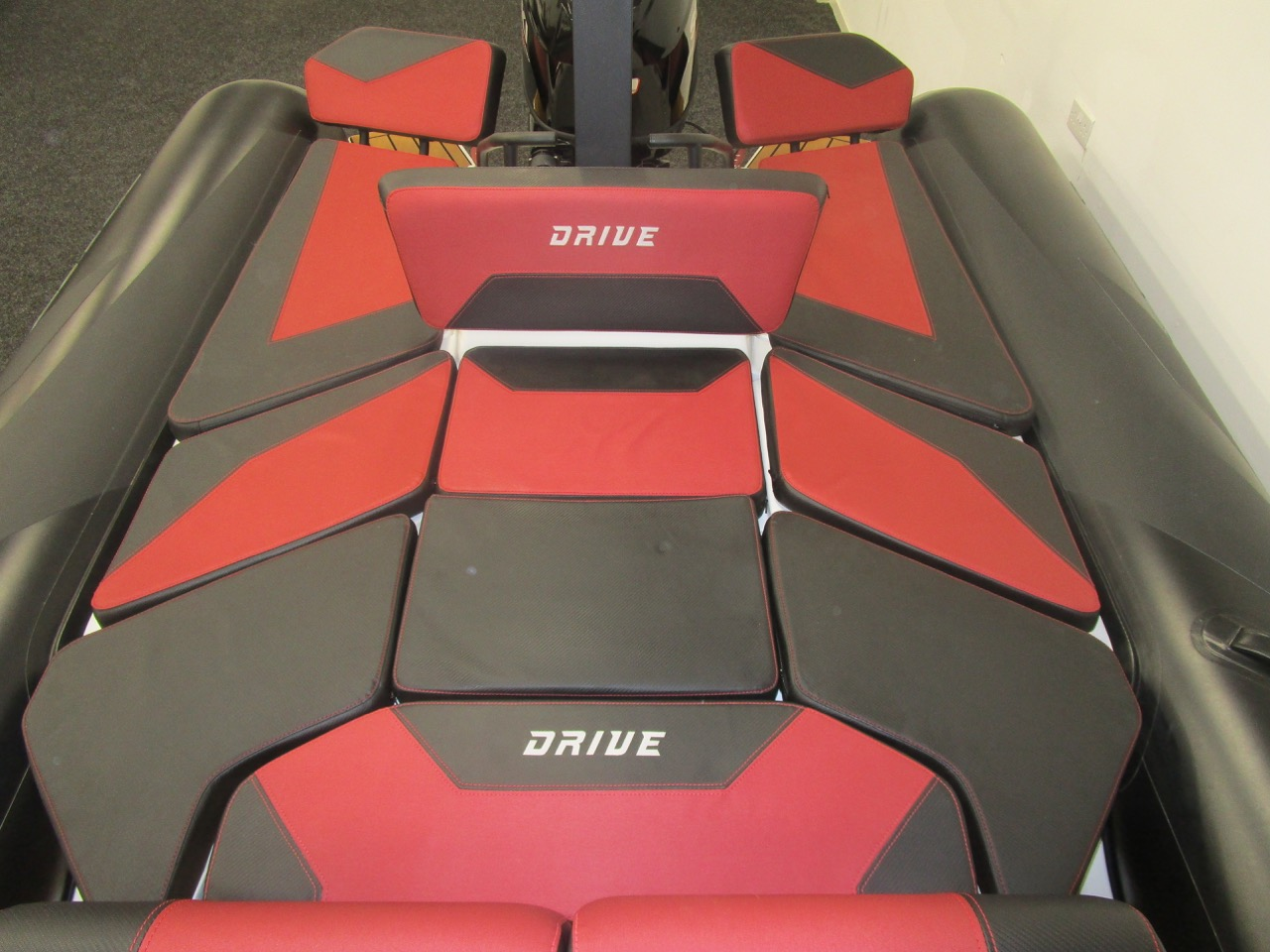GRAND DRIVE D600 RIB full sundeck and to tube ends