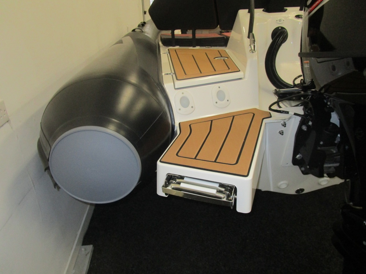 GRAND DRIVE D600 RIB bathing ladder up
