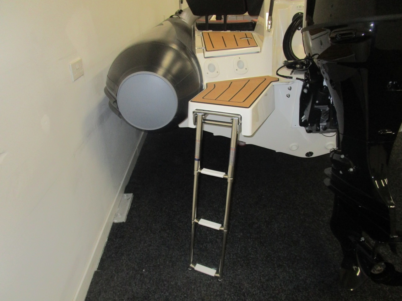 GRAND DRIVE D600 RIB bathing ladder down