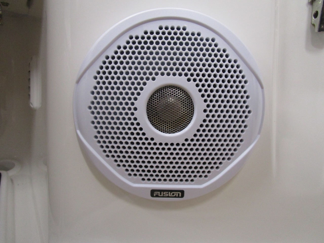 GRAND DRIVE D600 RIB one of four speakers