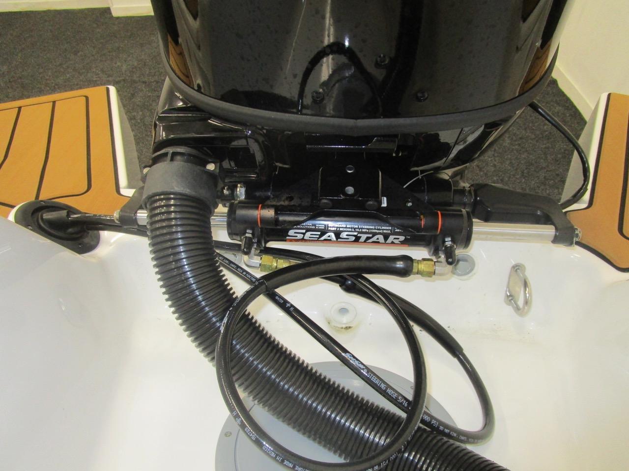 GRAND DRIVE D600 Seastar Hydraulic steering