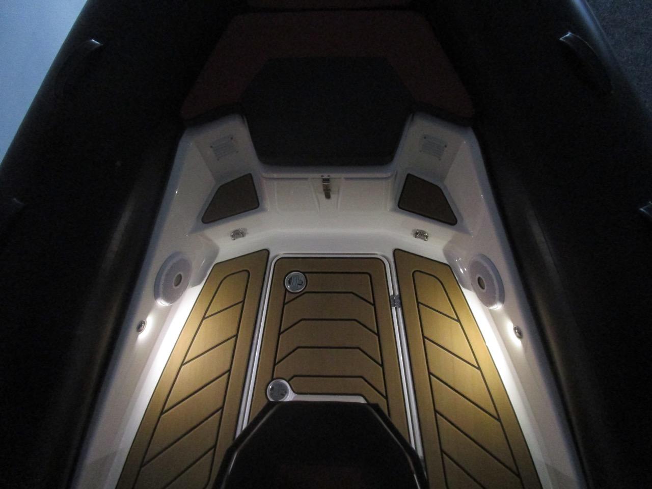 GRAND DRIVE D600 RIB LED deck lights bow