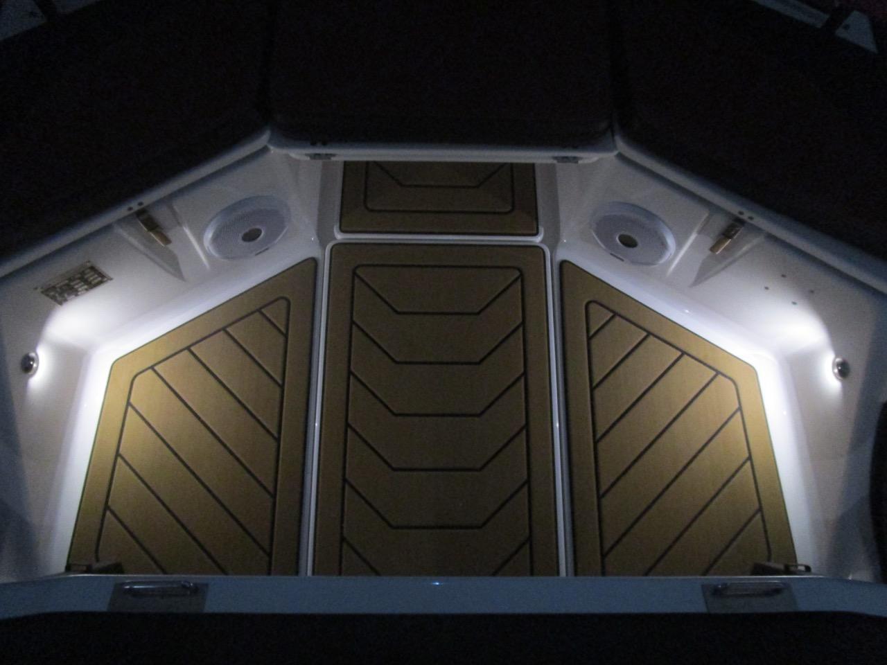 GRAND DRIVE D600 RIB LED deck lights stern