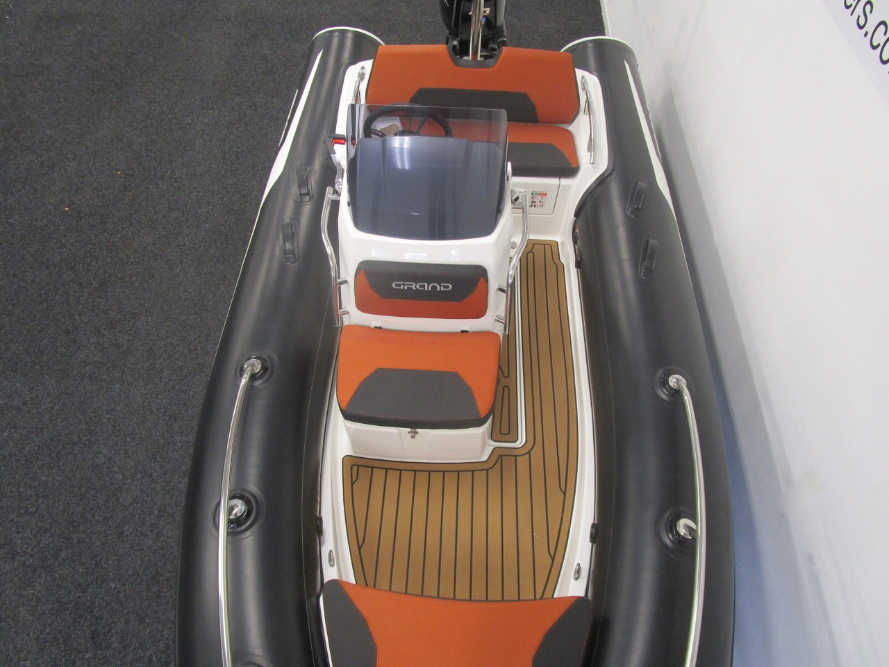 GRAND Golden Line G420 RIB huge deck space and wide side decks