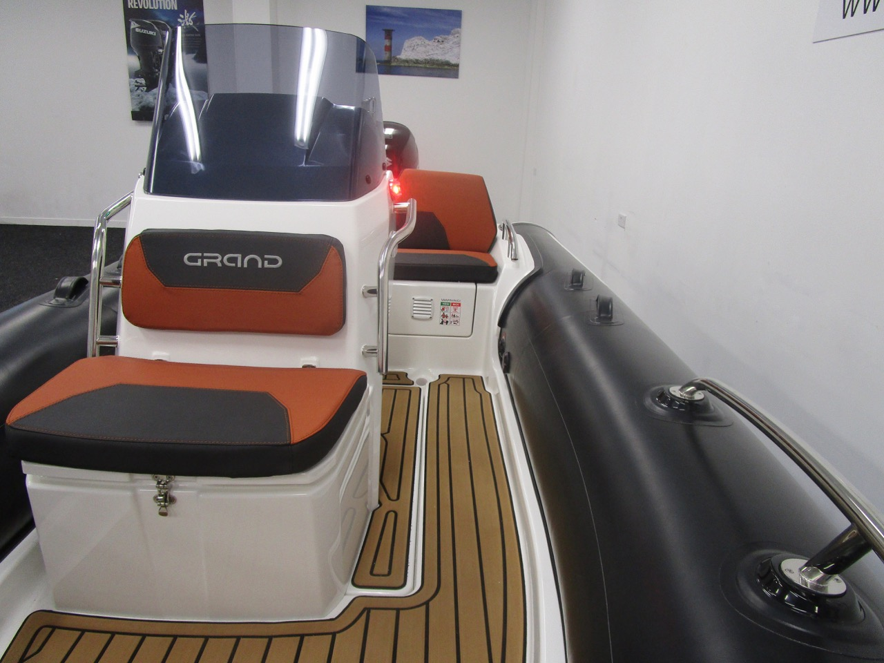 GRAND Golden Line G420 RIB Console front seat & wide side decks