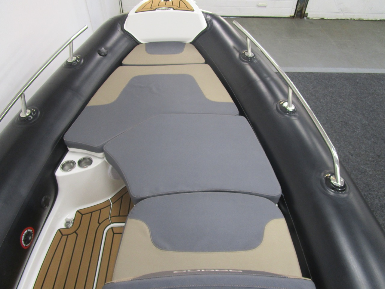 GRAND G500 RIBSundeck and cushions fitted