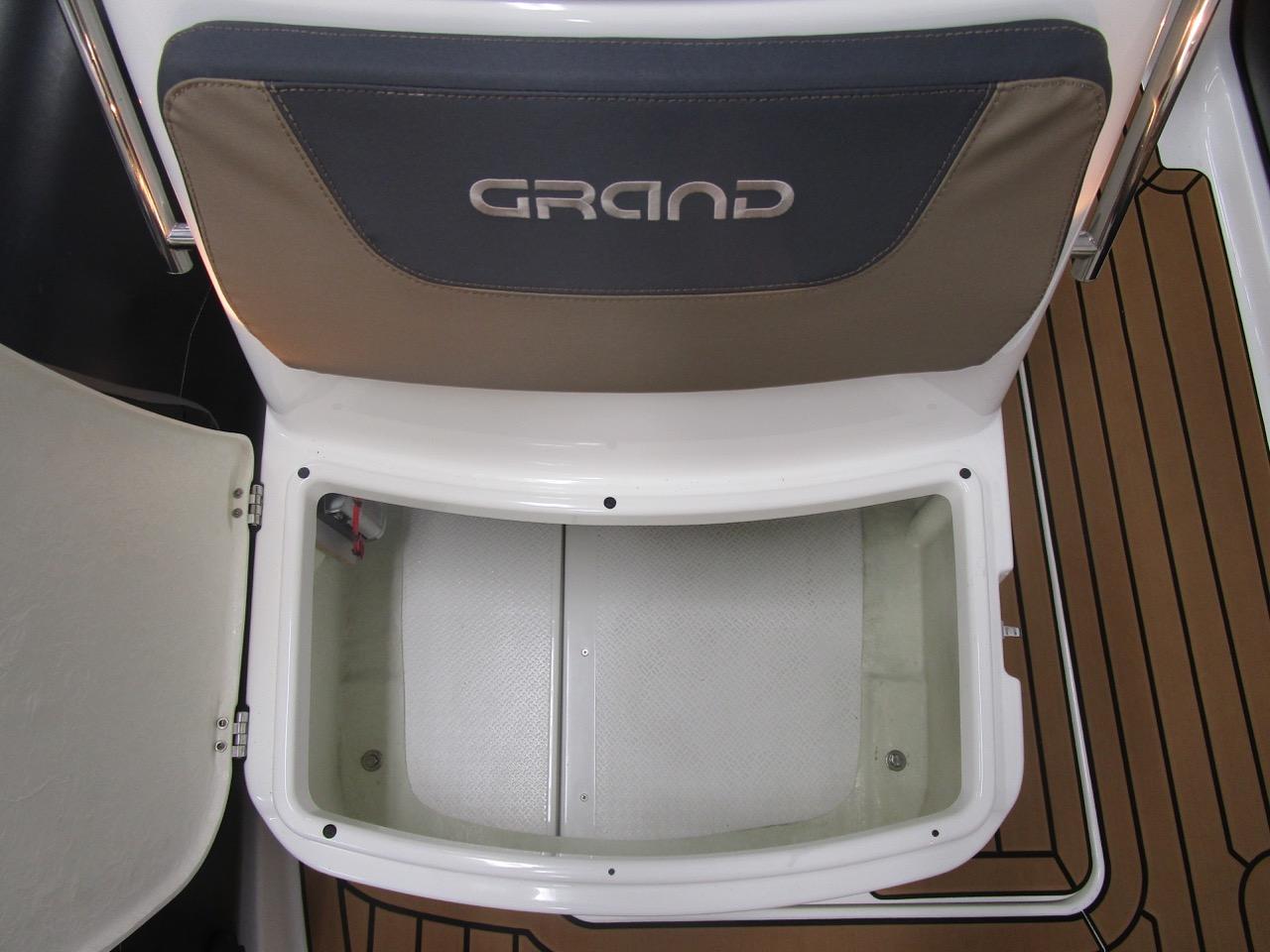 GRAND G500 RIB console front seat storage
