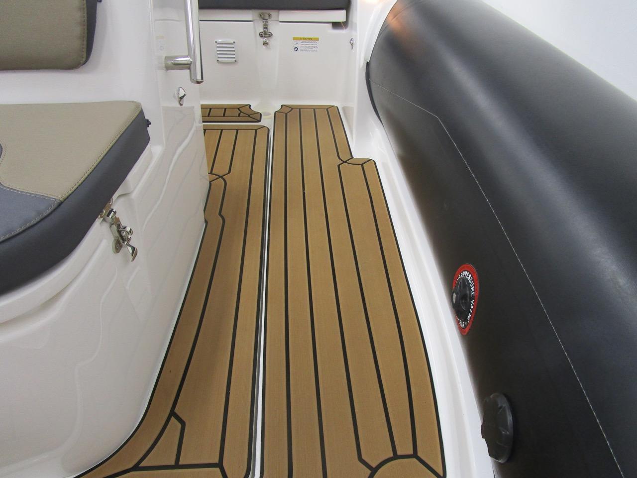 GRAND G500 RIB wide side deck