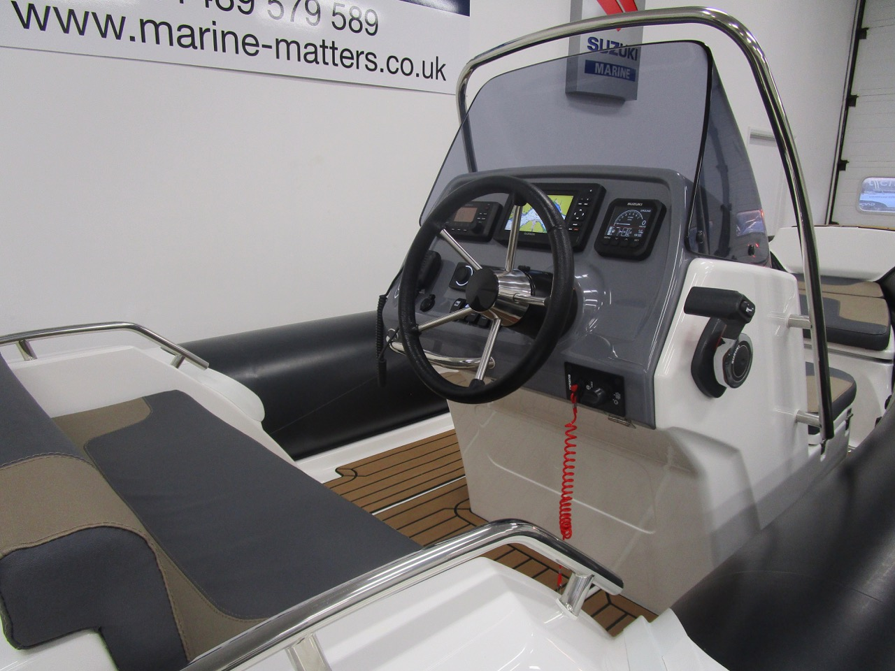 GRAND G500 RIB helm seat and console