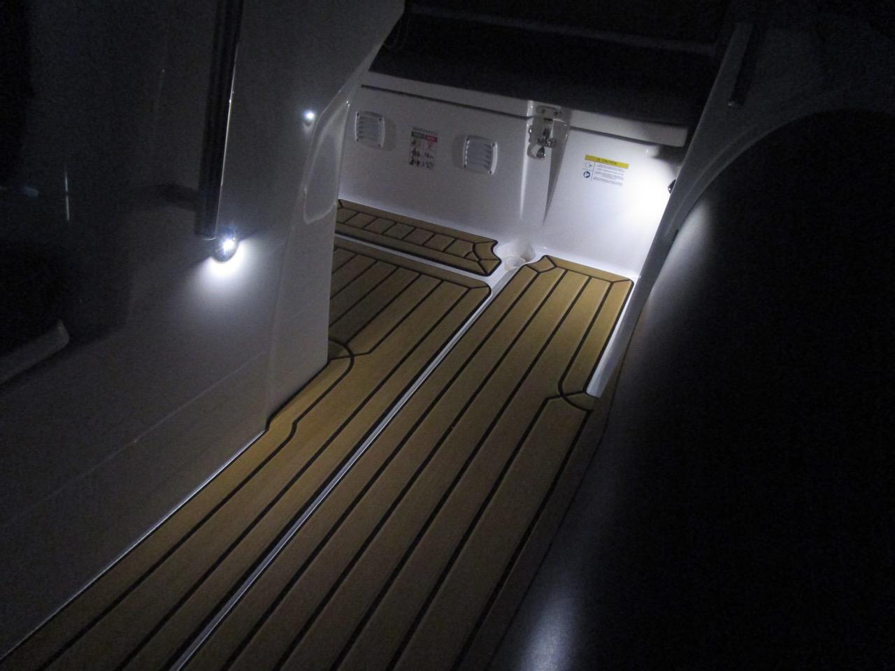 GRAND G500 RIB LED deck lights
