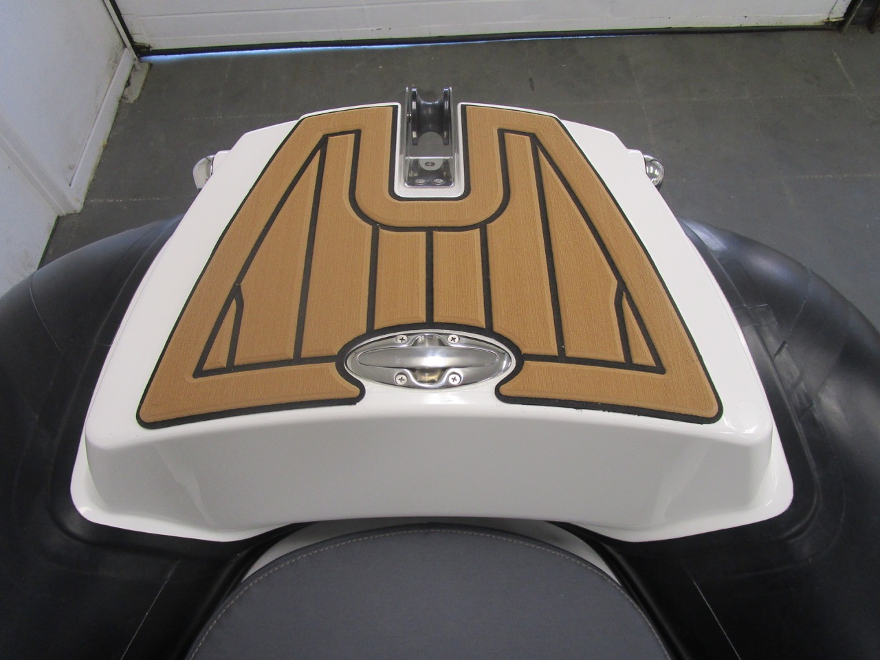 GRAND Golden Line G580 RIB bow footplate