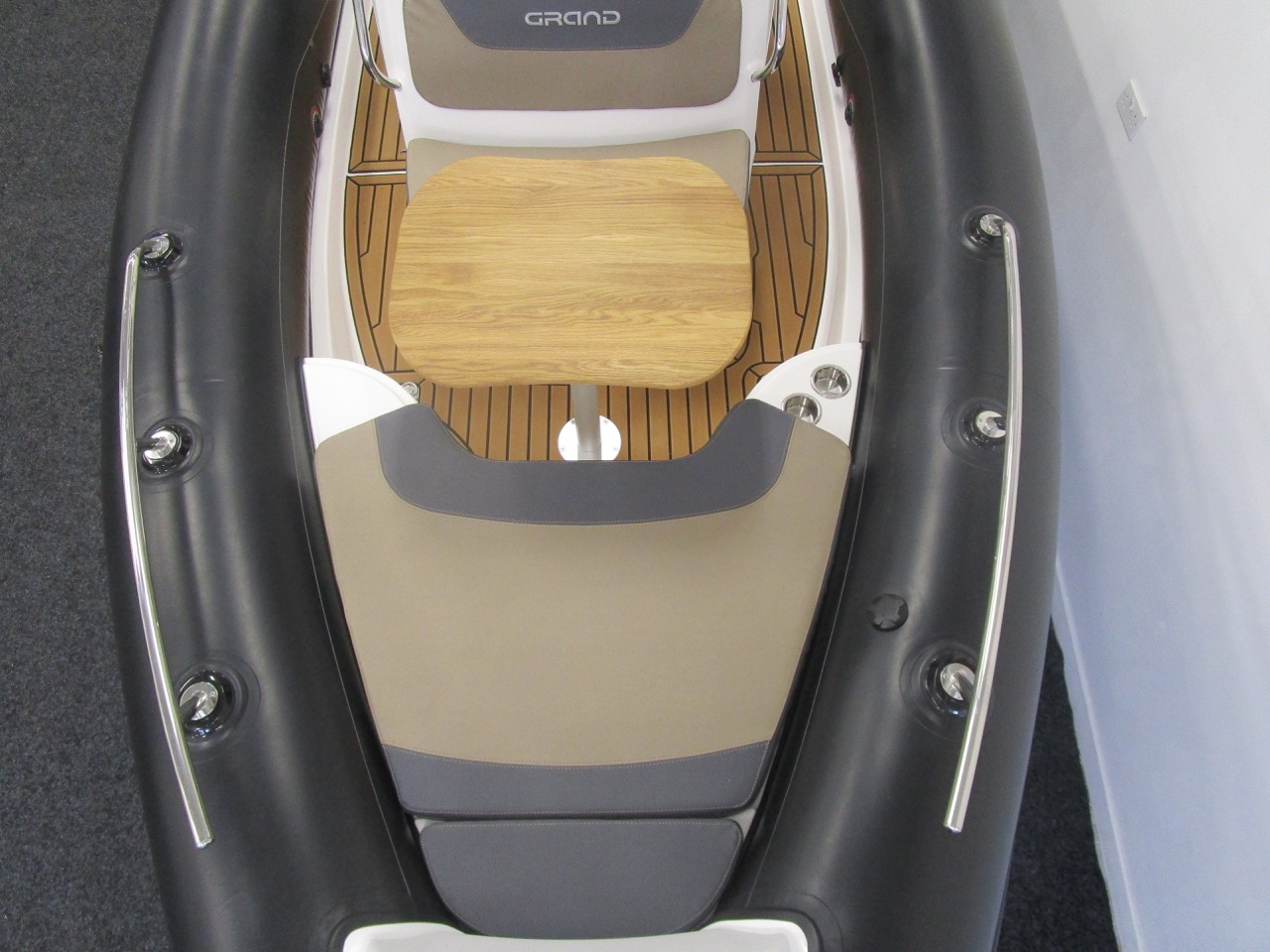 GRAND Golden Line G580 RIB bow section