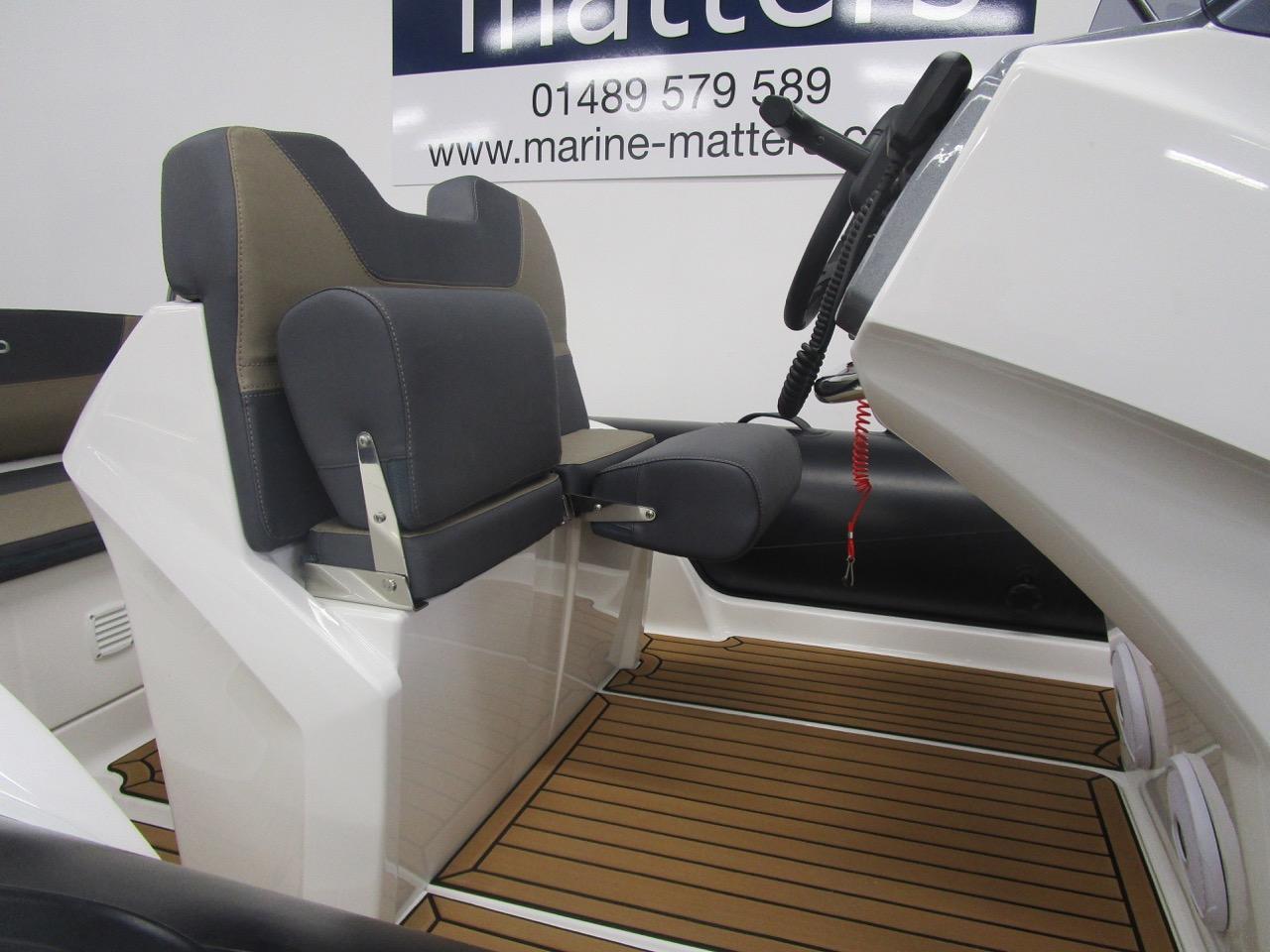 GRAND Golden Line G580 RIB helm seat split