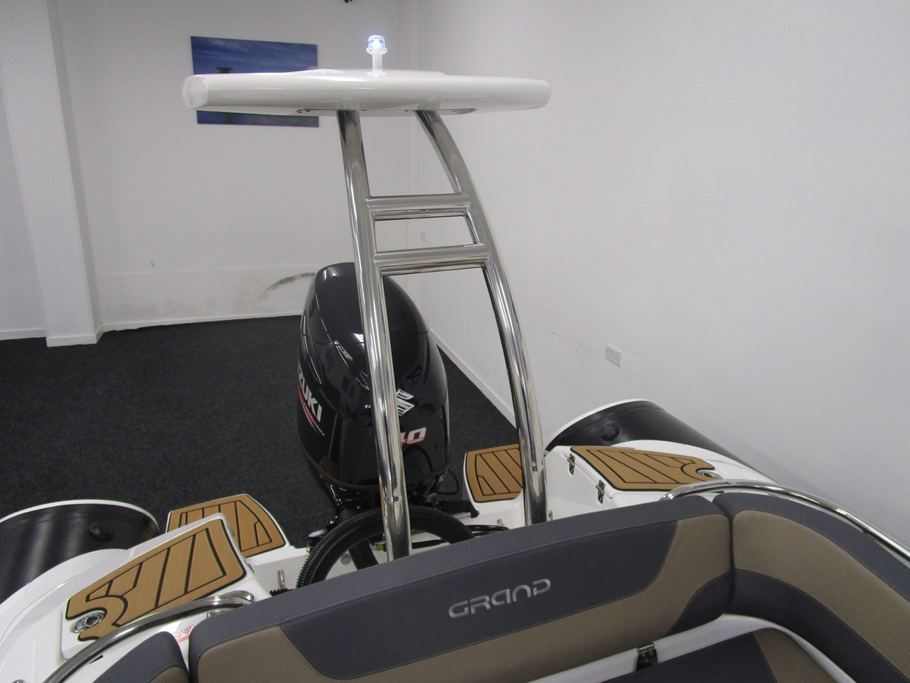 GRAND Golden Line G580 RIB Waterski tower and lights
