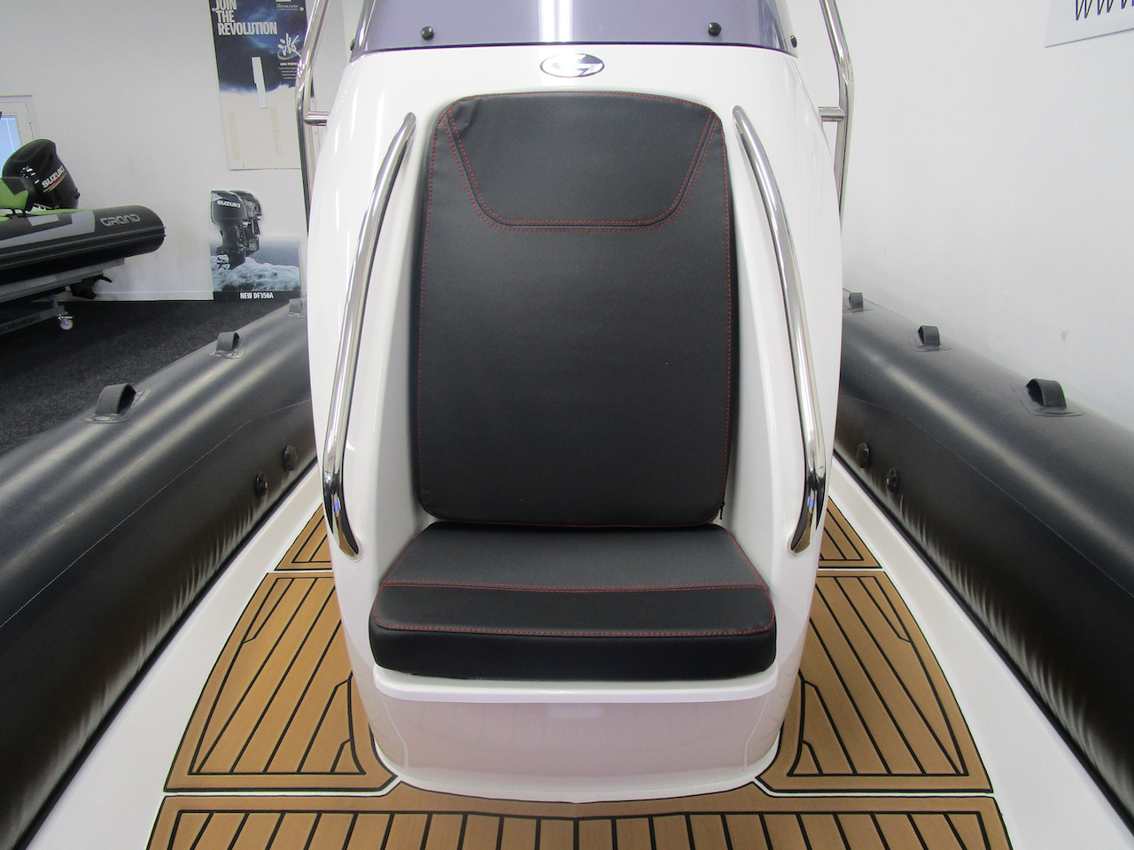 Grand RIB Golden Line G650 console front seat