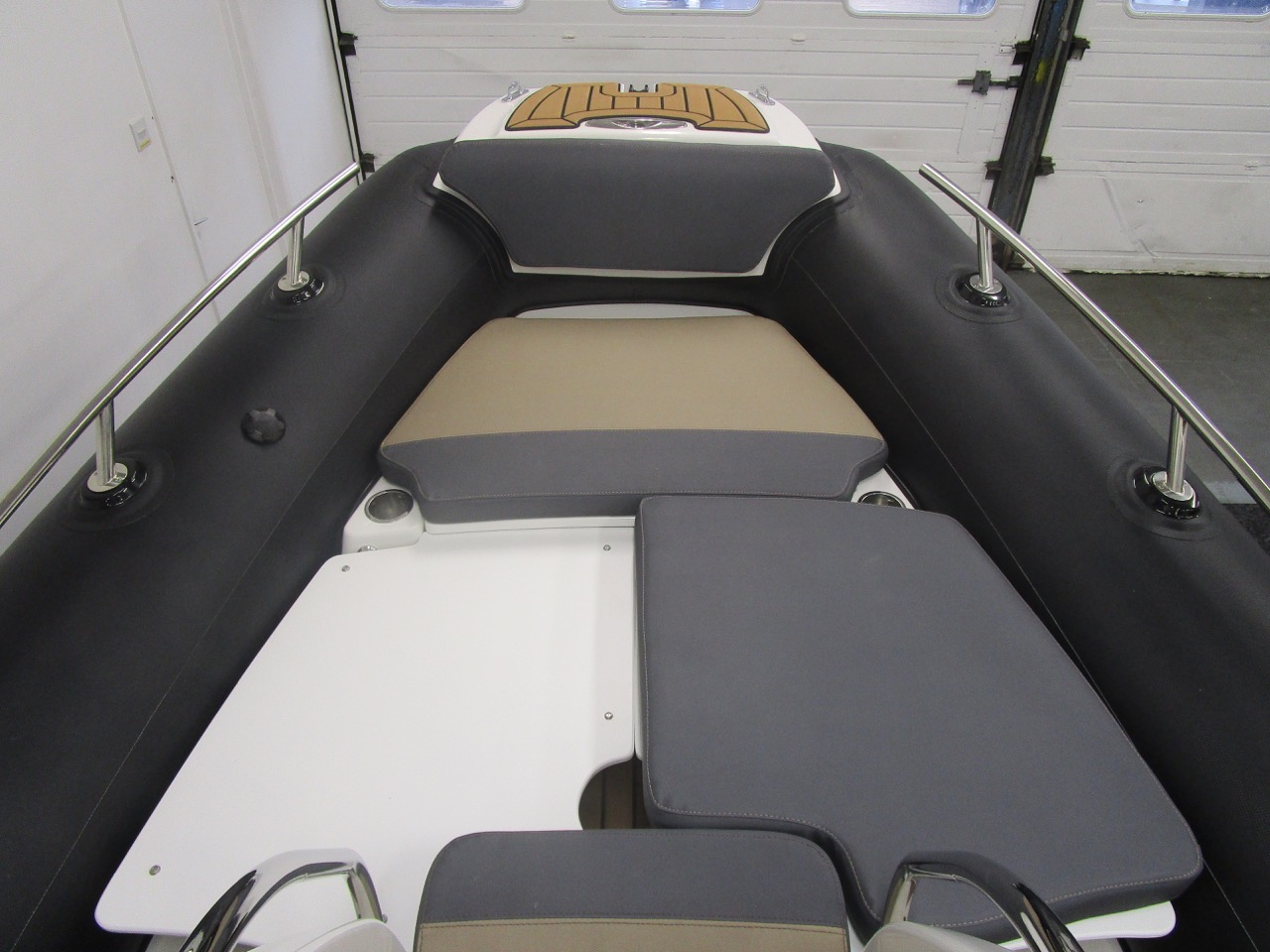 Grand RIB Golden Line G650 stbd suncdeck cushion fitted