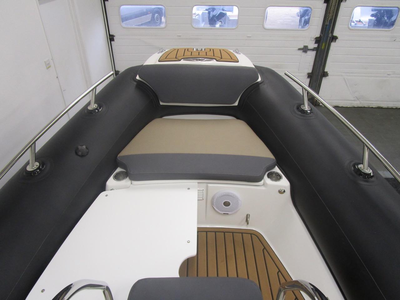 Grand RIB Golden Line G650 port sun deck fitted