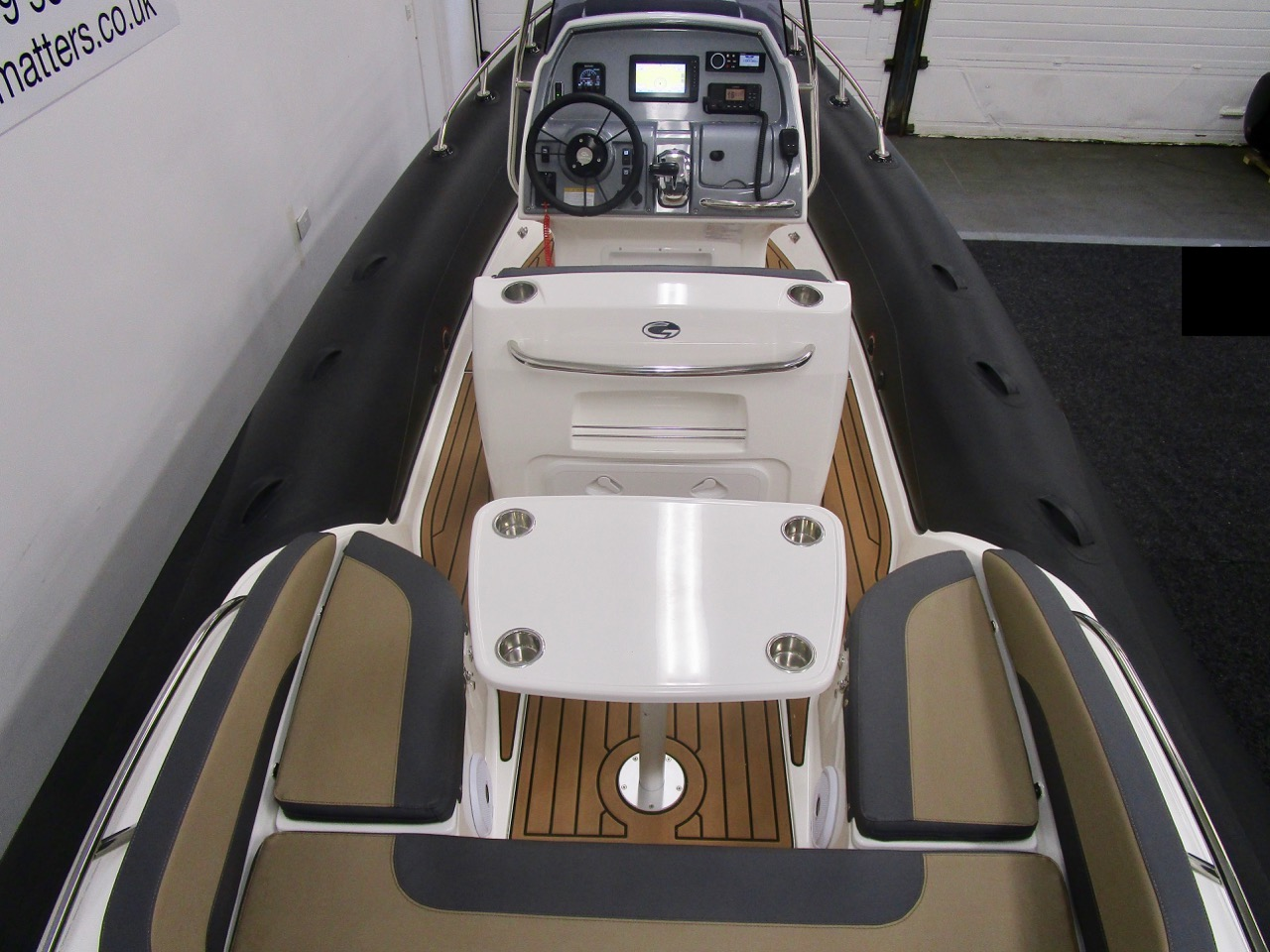 Grand RIB Golden Line G650 rear seats and table