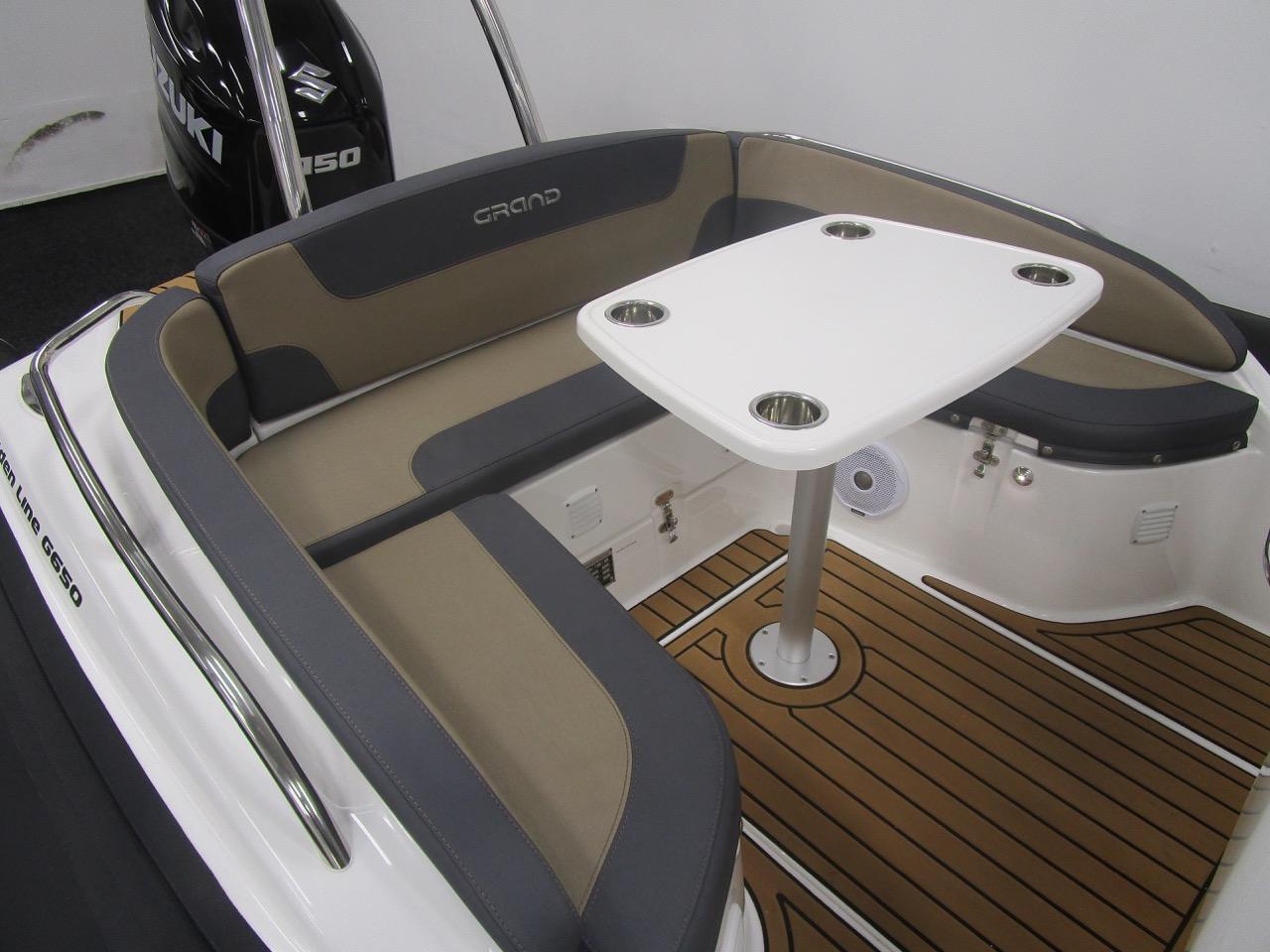 Grand RIB Golden Line G650 U-shaped seating