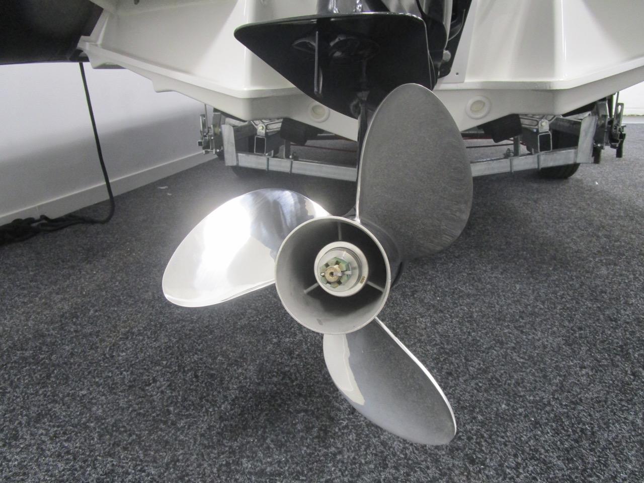 Grand RIB Golden Line G650 Suzuki DF150APL propeller
