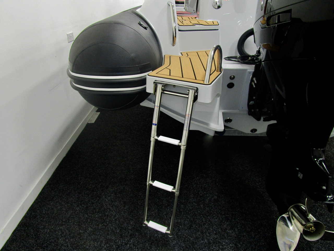 GRAND G750 RIB bathing ladder down