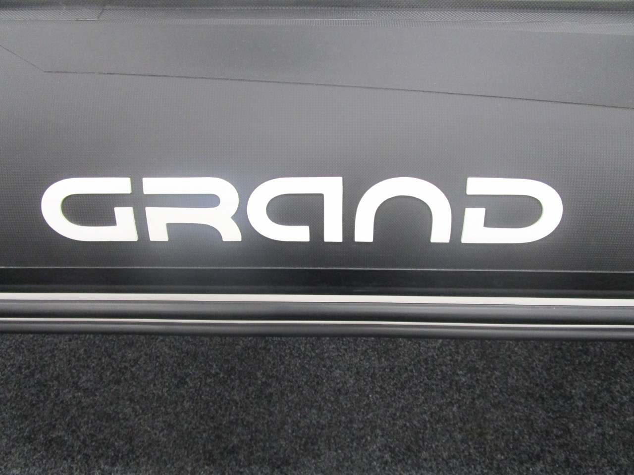 GRAND G750 RIB Carbon effect hypalon tubes