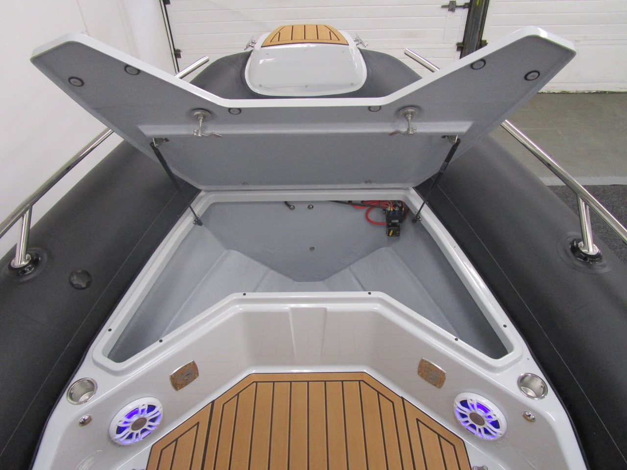 GRAND G750 RIB huge bow locker open
