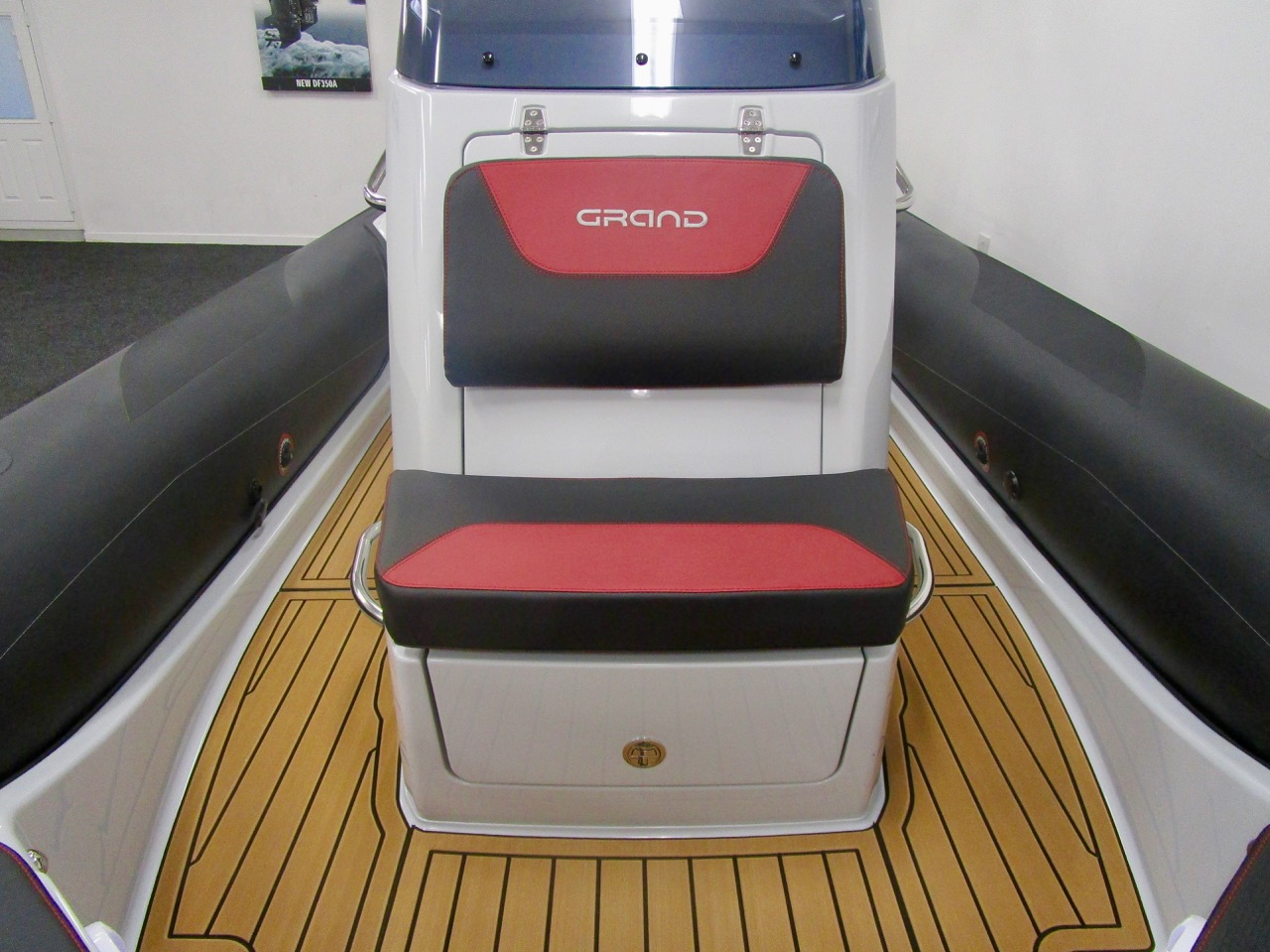 GRAND G750 RIB console front seat and grab handles