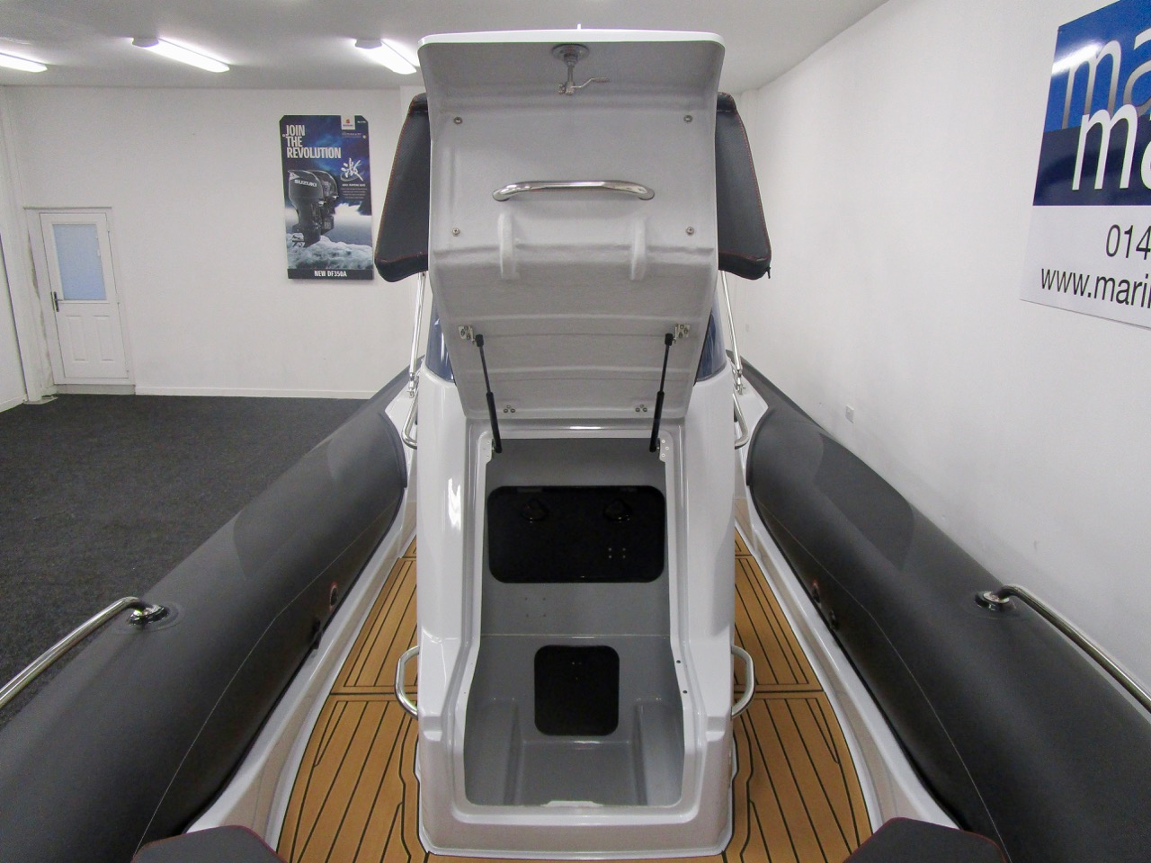 GRAND G750 RIB very big console locker