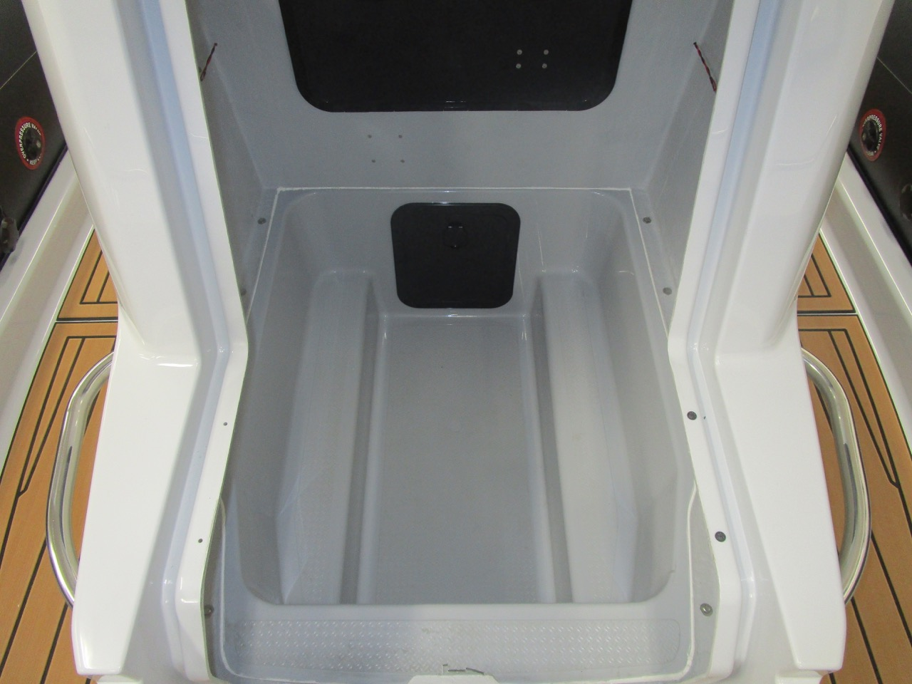 GRAND G750 RIB console locker