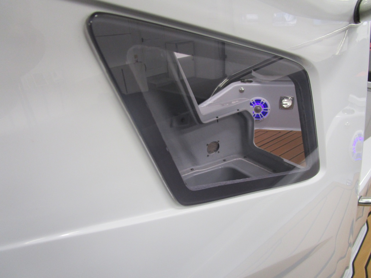 GRAND G750 RIB stbd side window into console locker