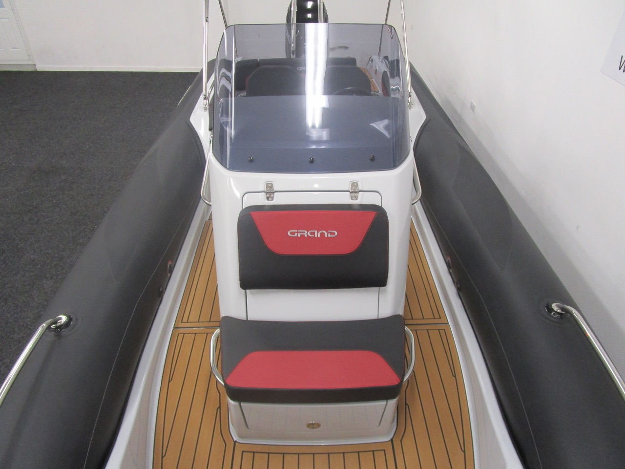 GRAND G750 RIB console front view
