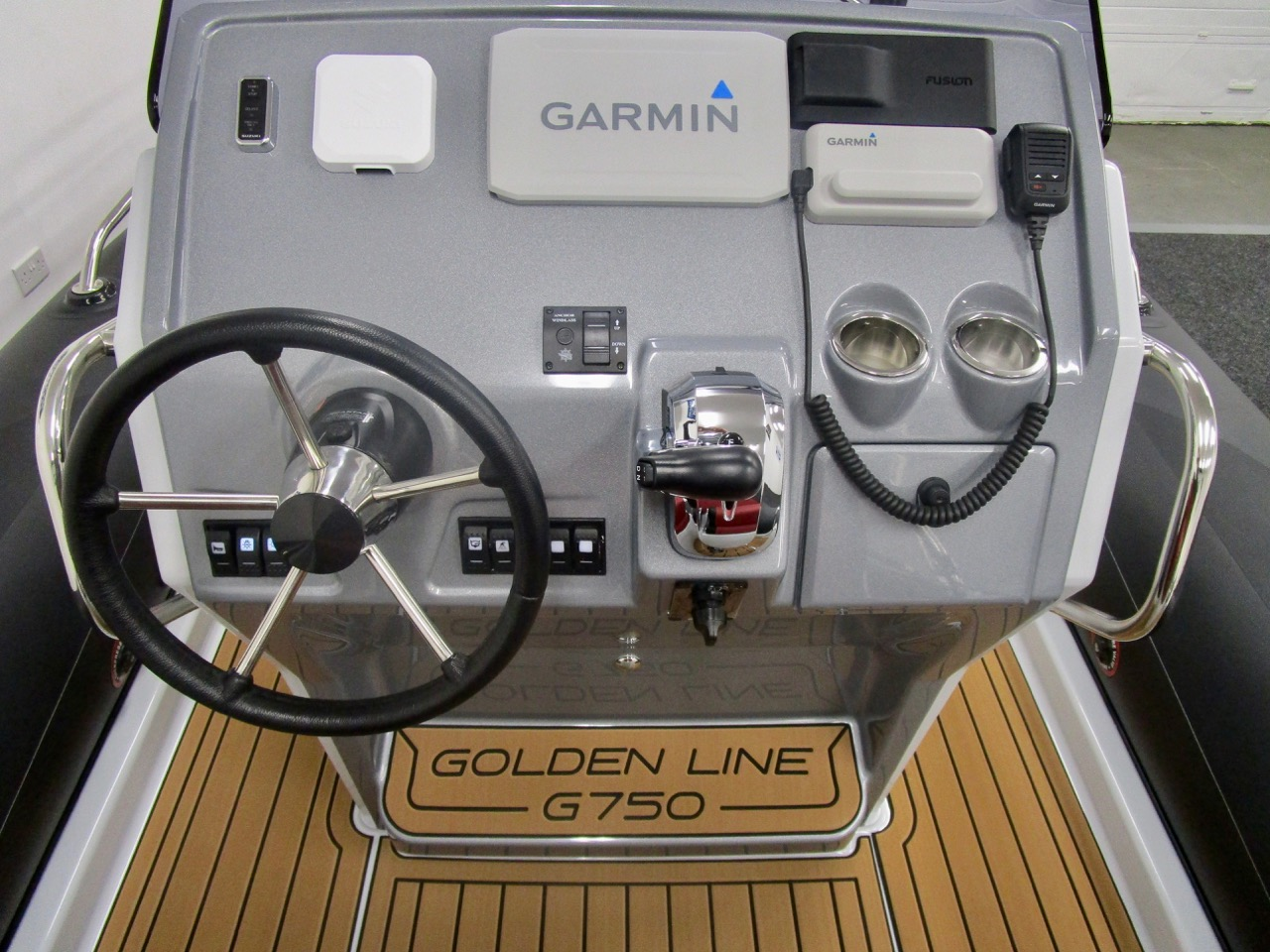 GRAND G750 RIB console helm position, instrument covers on