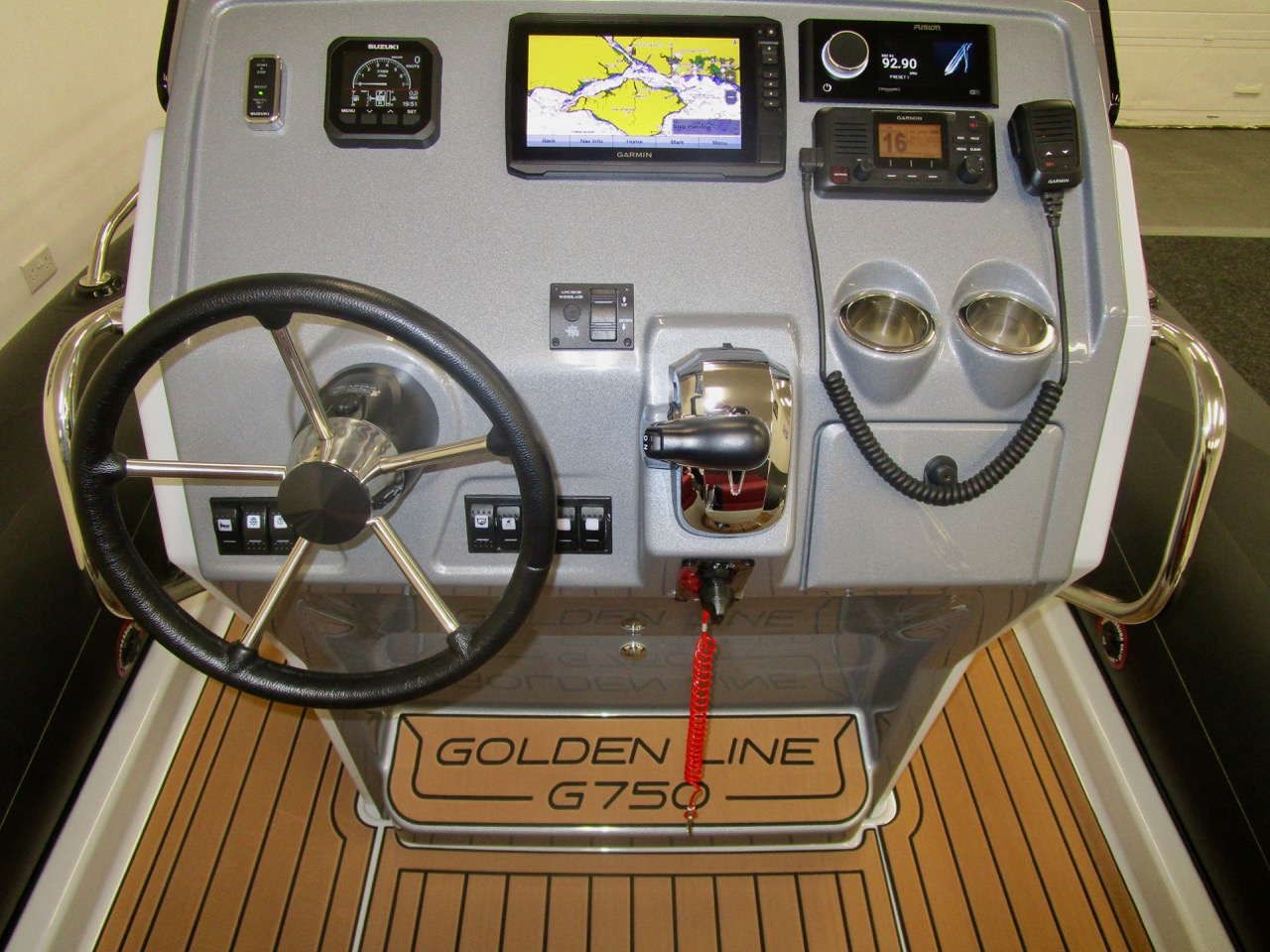 GRAND G750 RIB console helm position, instruments on