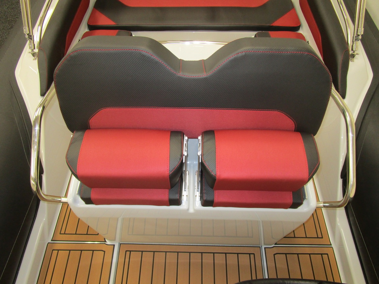 GRAND G750 RIB helm seats folded up