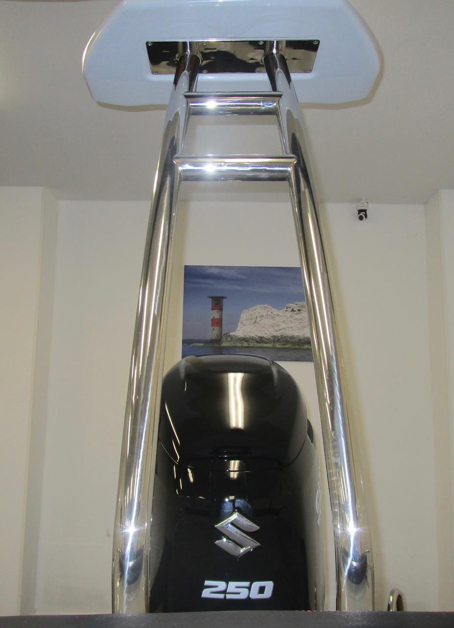 GRAND G750 RIB ski tower