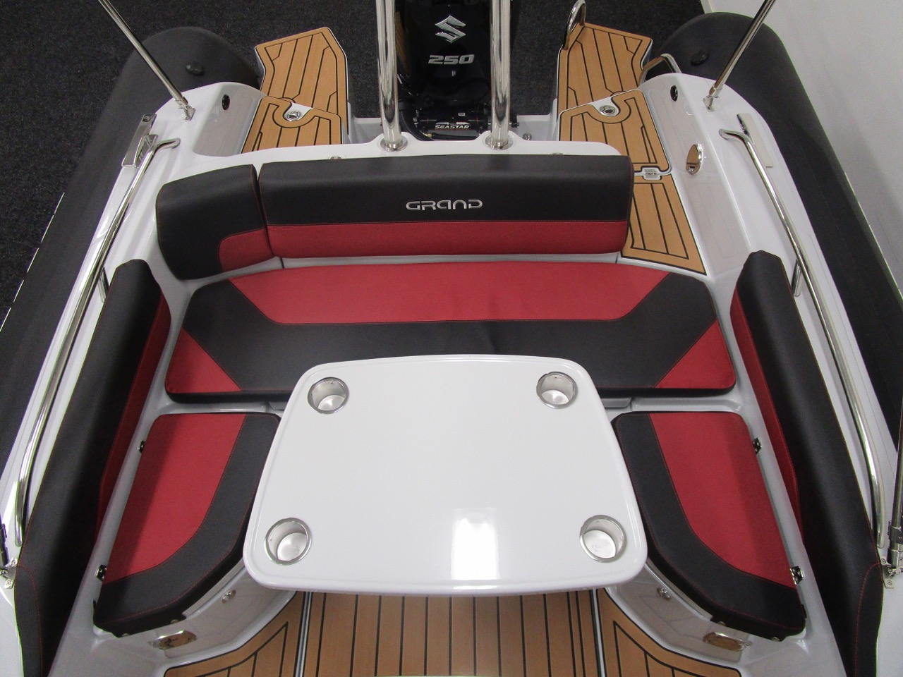 GRAND G750 RIB cockpit table