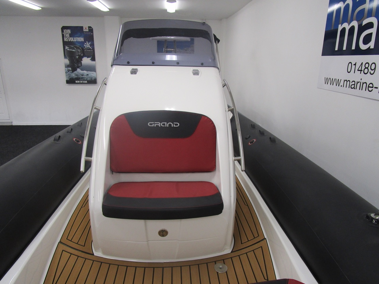 GRAND G850 RIB double console front seat
