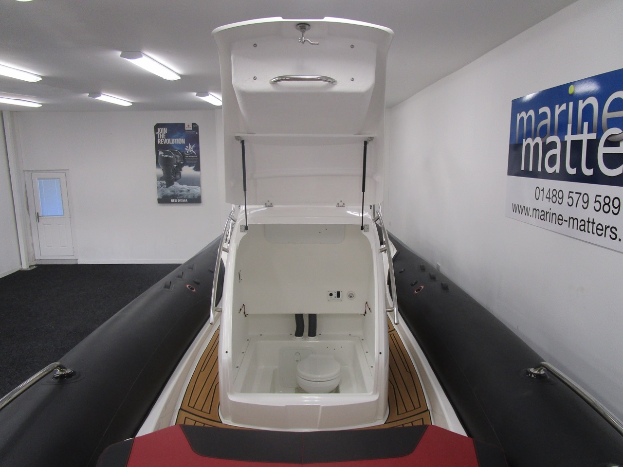GRAND G850 RIB cabin access