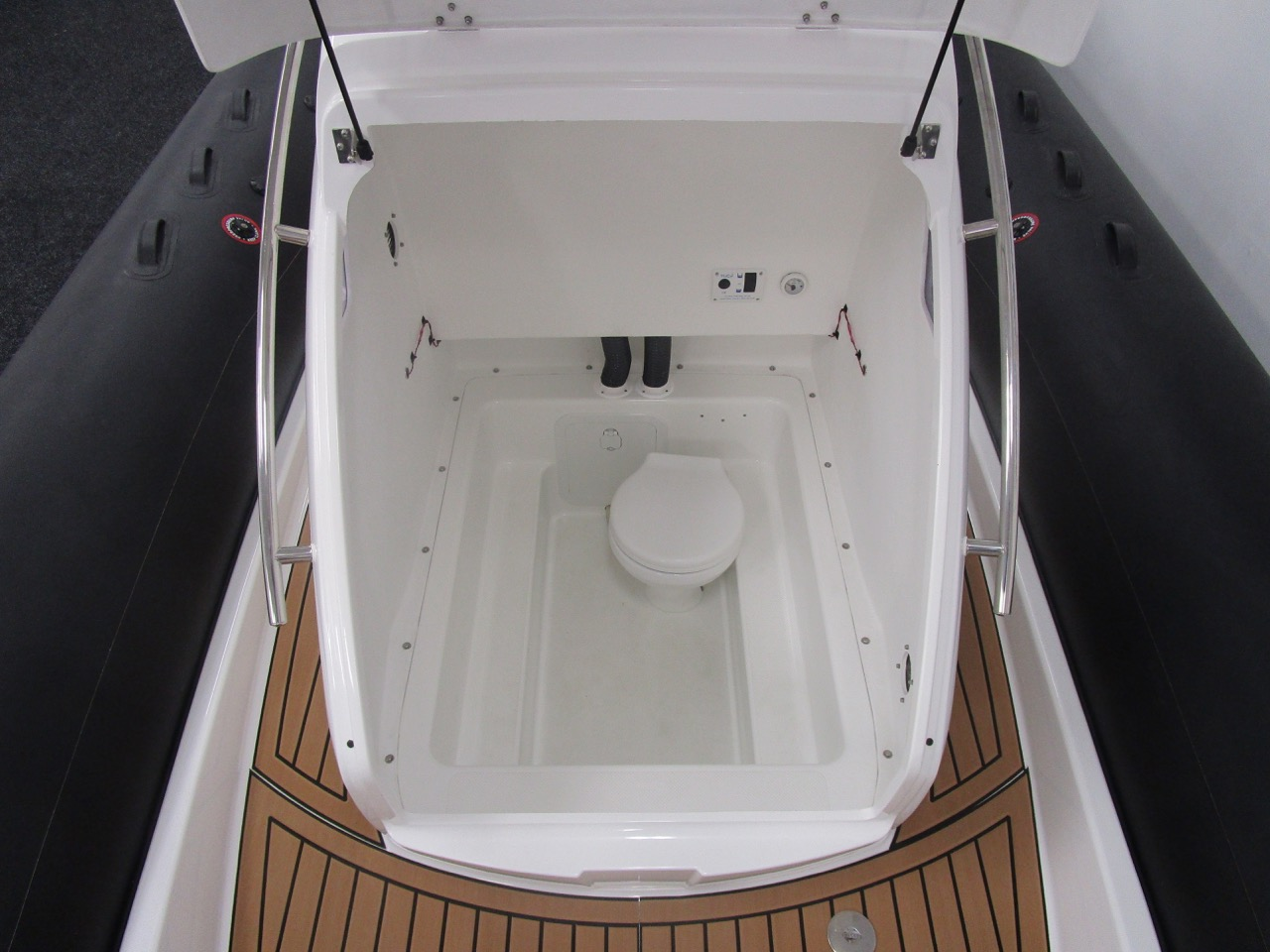 GRAND G850 RIB cabin with electric flush toilet