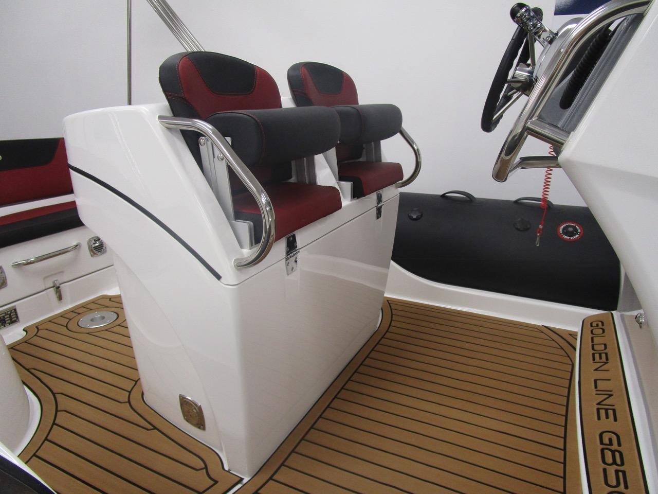 GRAND G850 RIB helm seats up