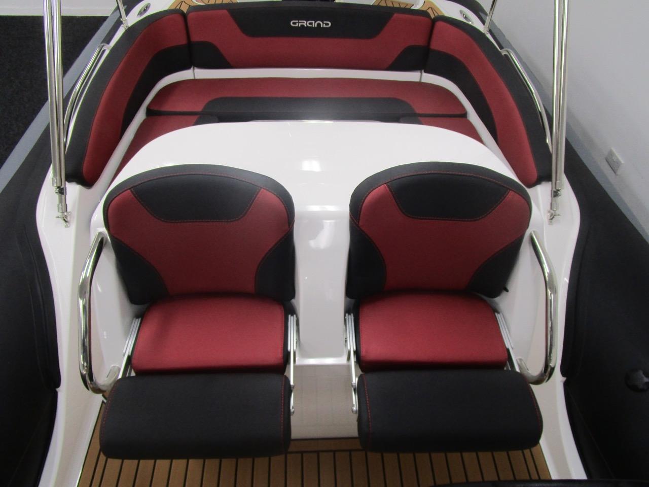 GRAND G850 RIB secure helm seats