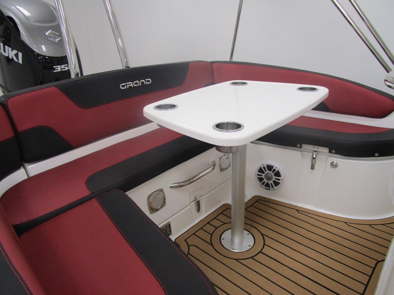 GRAND G850 RIB rear seat, table and leg room