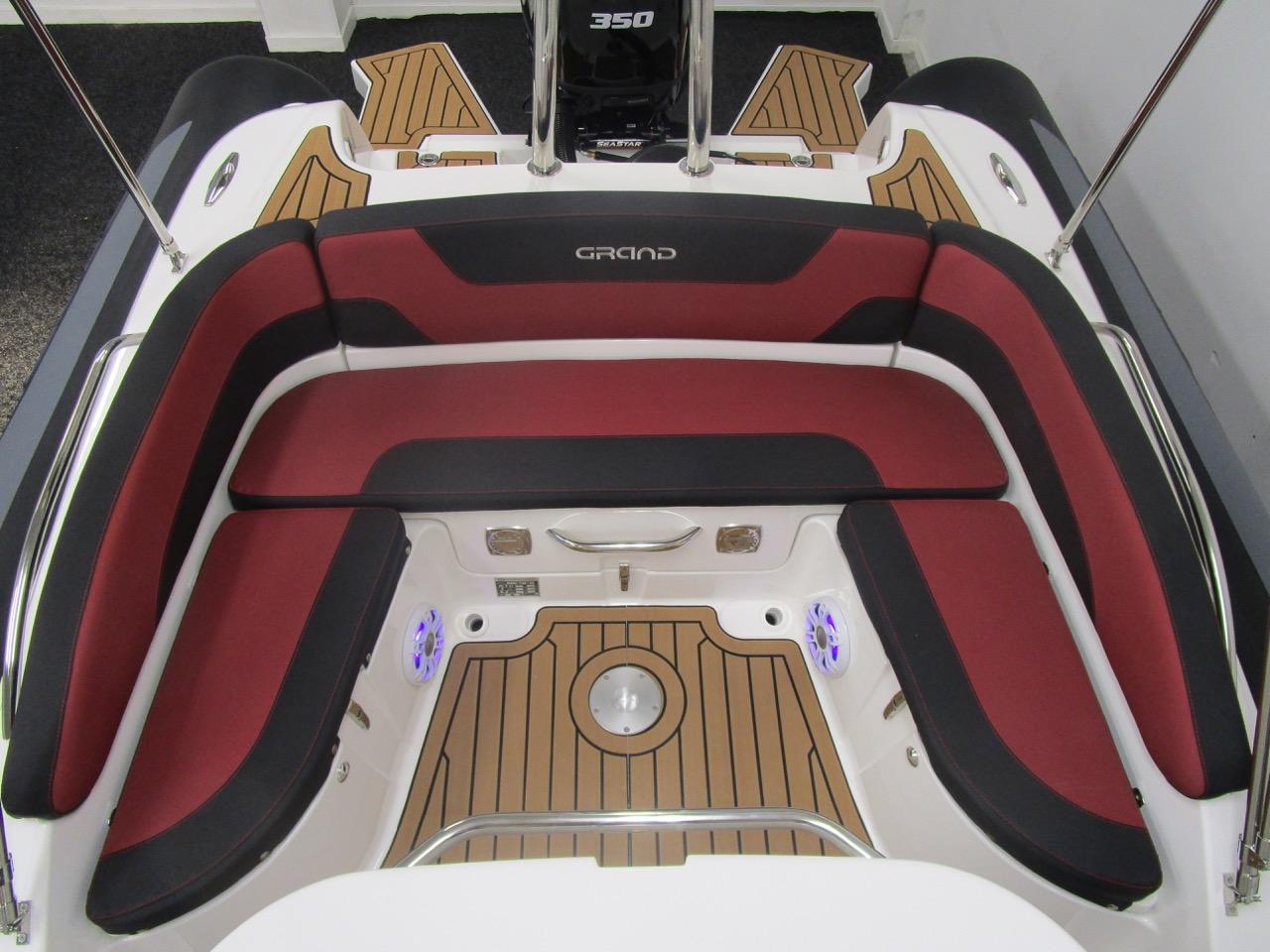 GRAND G850 RIB huge rear seat