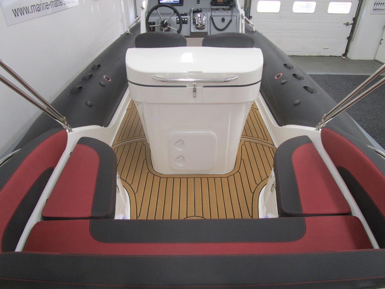 GRAND G850 RIB U-shaped rear seat facing forward
