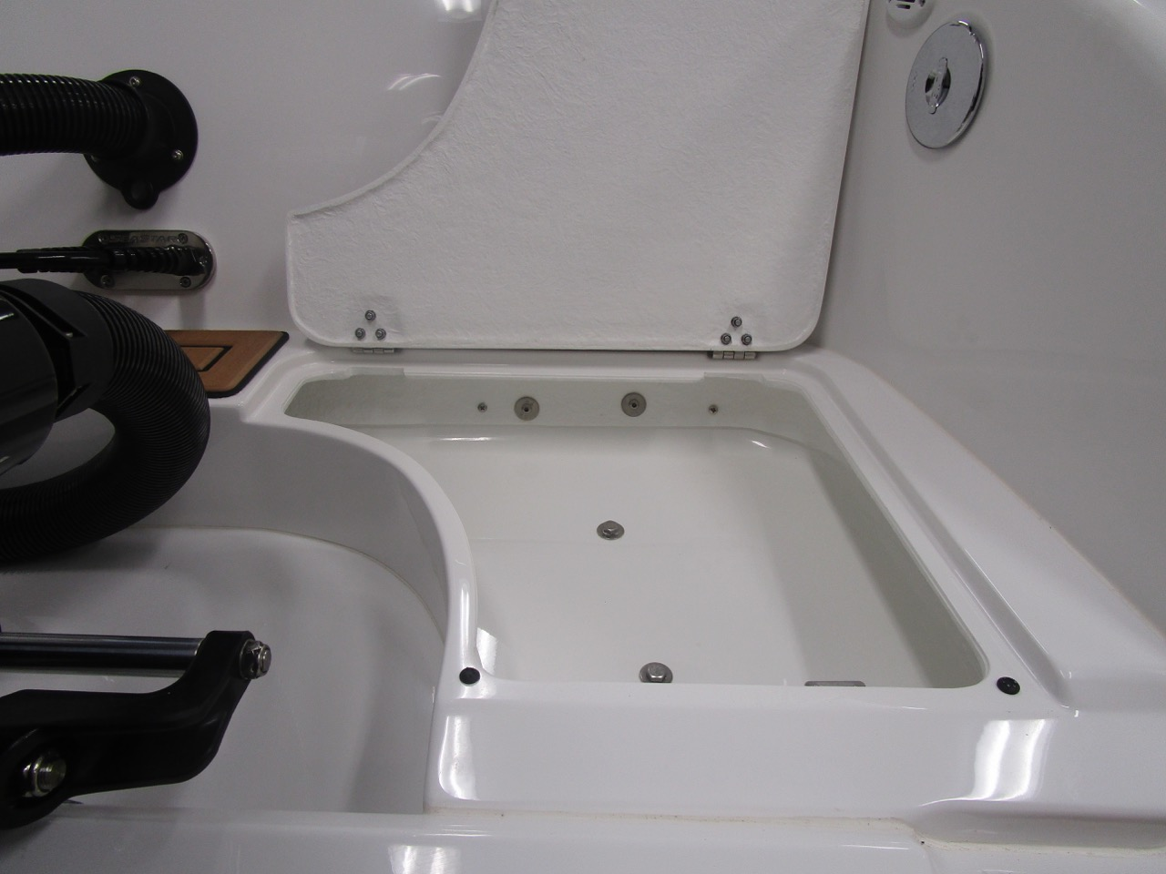 GRAND G850 RIB splash well locker - open